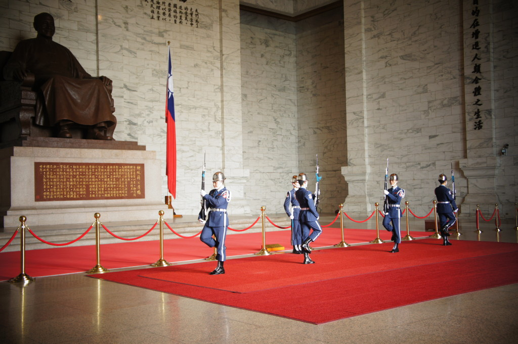 Changing of guards, Martyr's Hall, Taipei