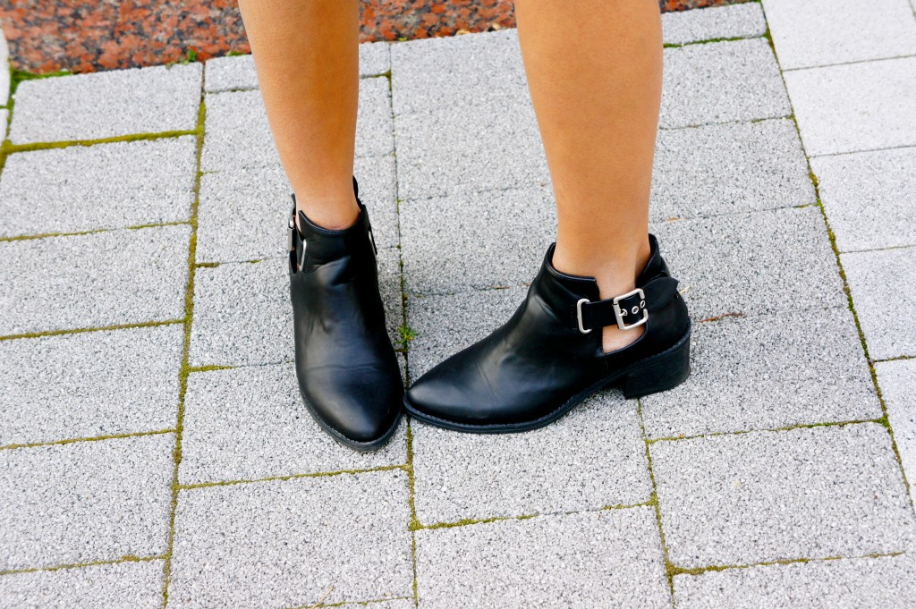 cut - out boots